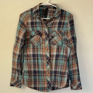Seven7 brand flannel top